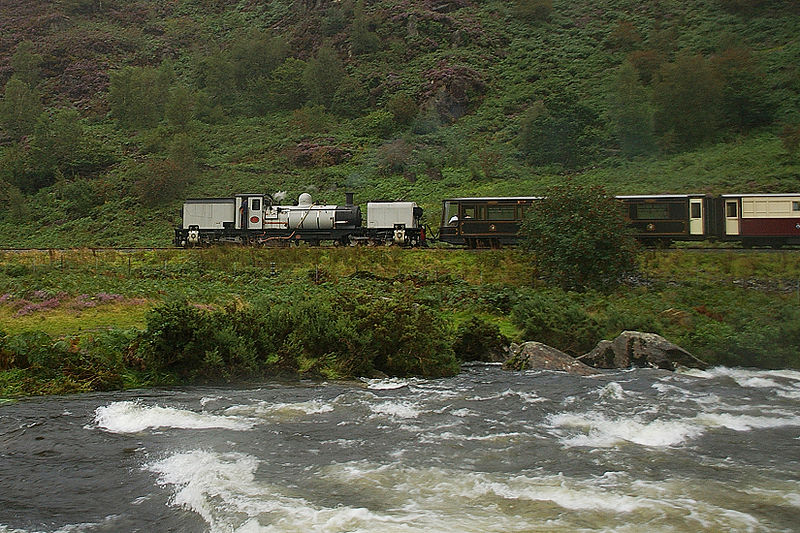 800px-WHR87_at_River_Glaslyn_v2